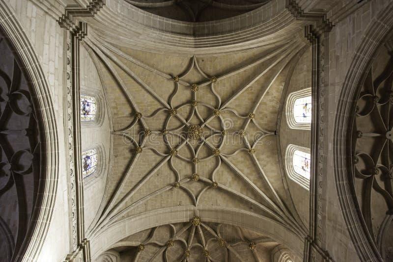 Intérieur de vieille église photographie stock libre de droits