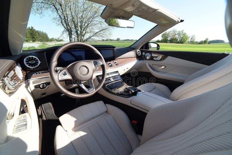 Intérieur de voiture d'un cabriolet image stock