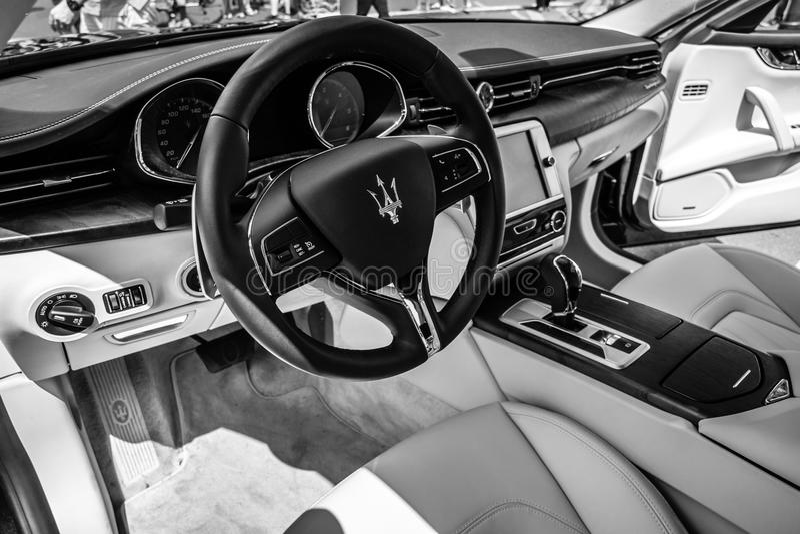 Intérieur de voiture de luxe normale Maserati Quattroporte VI, depuis 2013 photo libre de droits