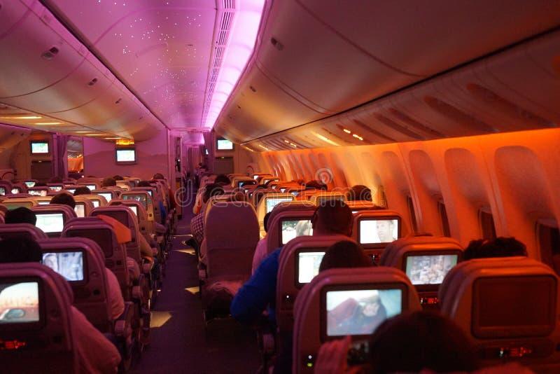 Int rieur des avions boeing 777 la nuit image stock for Interieur nuit