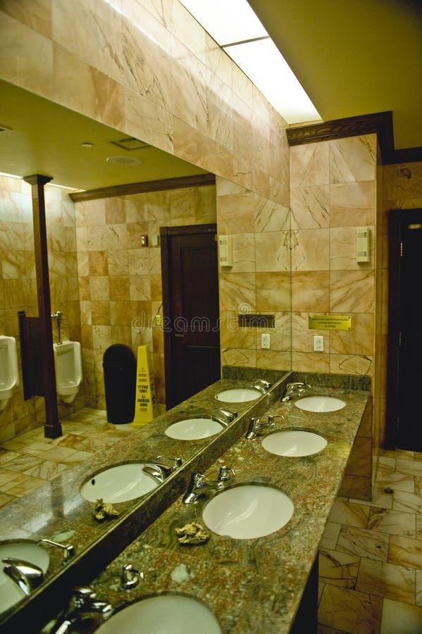 Intérieur des toilettes publiques photo stock