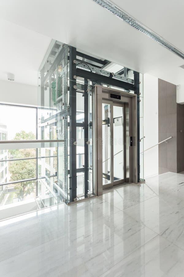 Intérieur du bâtiment d'entreprise moderne photo stock