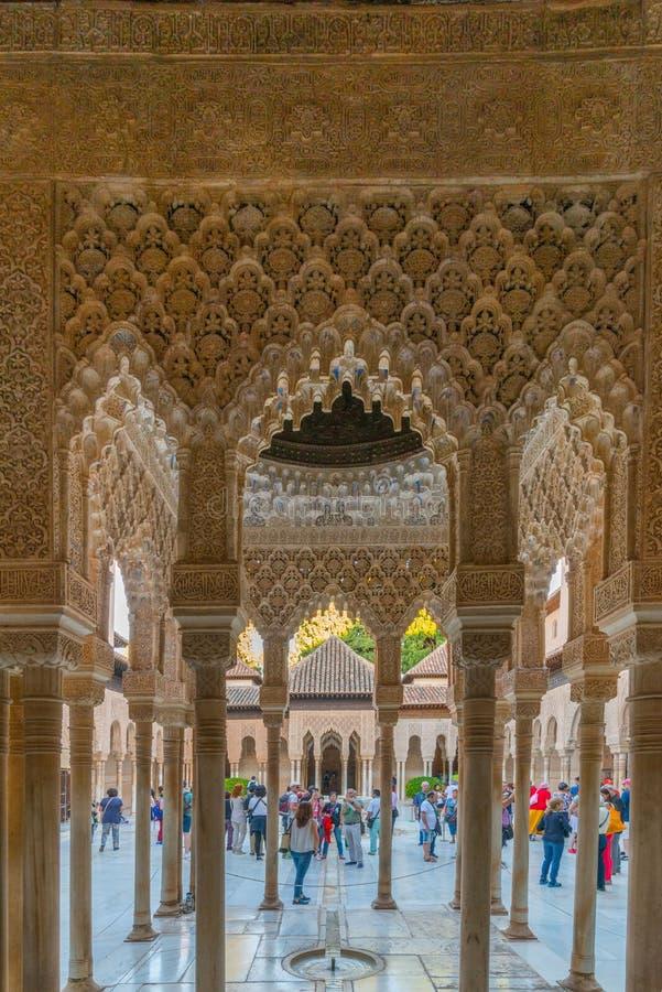 Intérieur du palais des lions, Alhambra, Grenade photos libres de droits