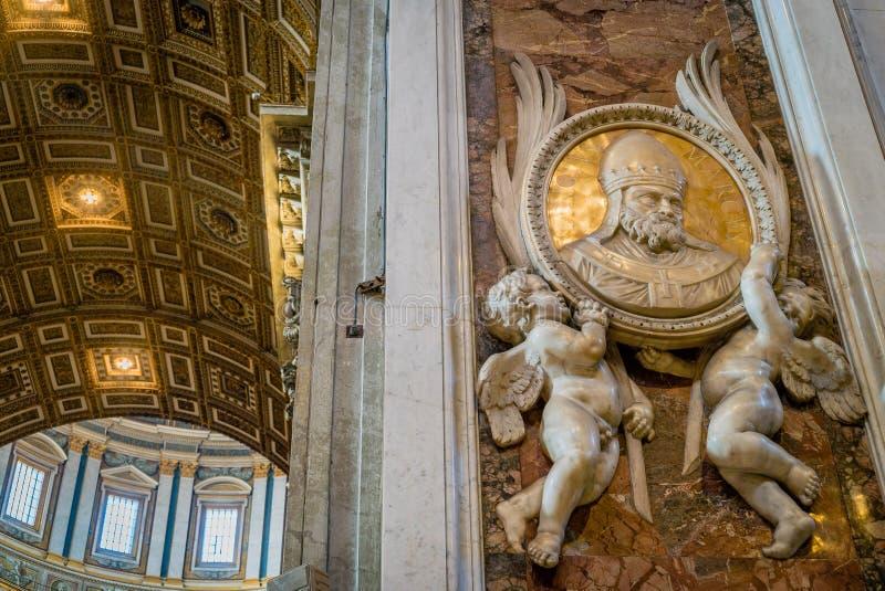 Intérieur du saint Peter Basilica à Rome photos stock