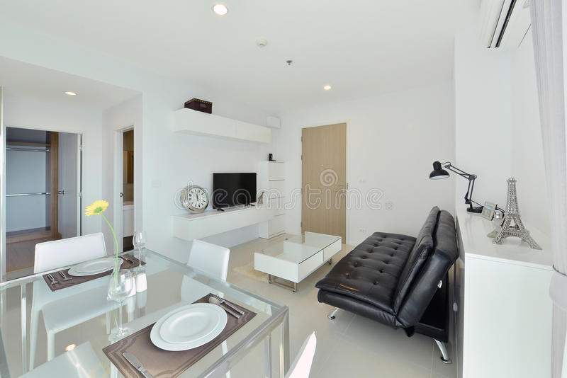 Intérieur et décoration vivants modernes de luxe blancs, DES intérieur images libres de droits
