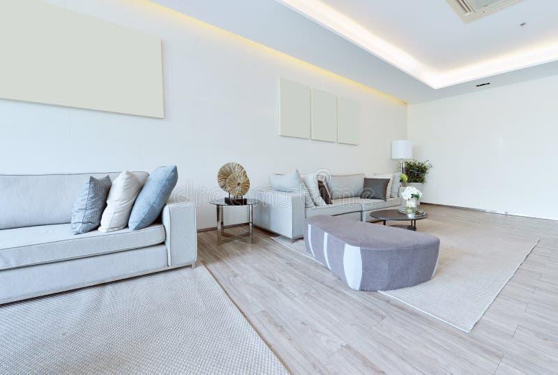 Intérieur et décoration vivants modernes de luxe blancs, DES intérieur photo stock