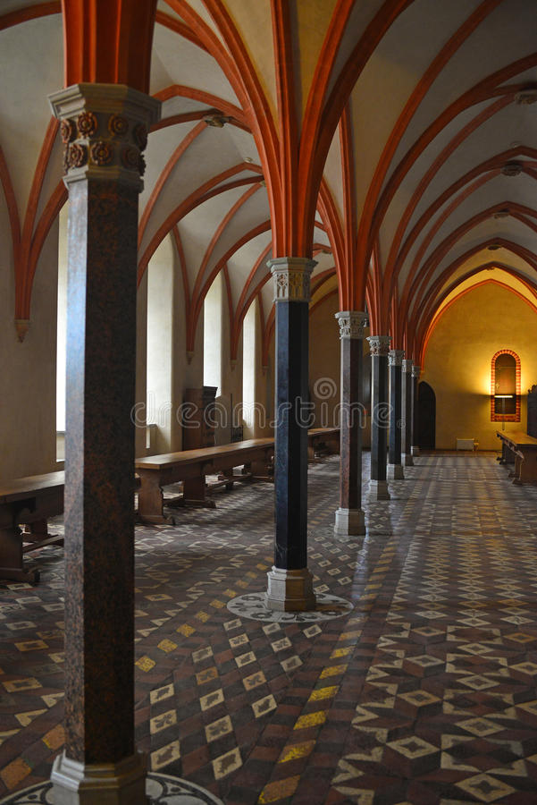 Intérieur gothique avec des colonnes photos stock