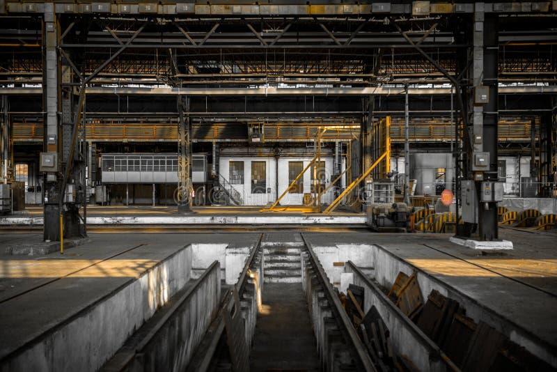 Int rieur industriel d 39 une vieille usine image stock for Interieur usine