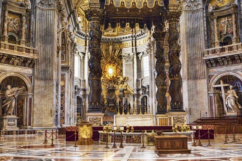 Intérieur la basilique du ` s de St Peter à Ville du Vatican - Rome image libre de droits