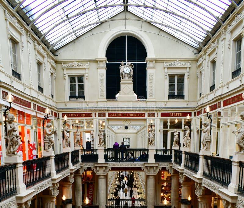 Intérieur luxueux du passage de achat Pommeraye, Nantes, France d'arcade photo stock
