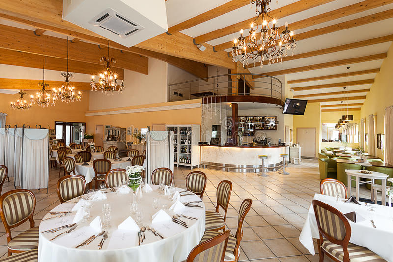 Intérieur méditerranéen - restaurant luxueux photos stock