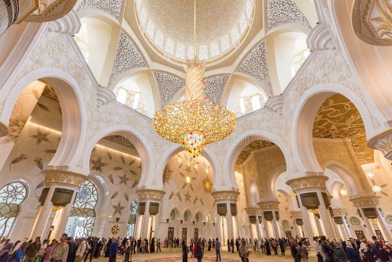 Intérieur magnifique de Sheikh Zayed Grand Mosque en Abu Dhabi, EAU photographie stock libre de droits