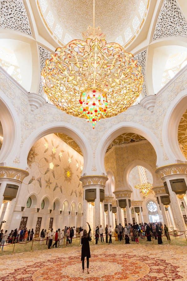 Intérieur magnifique de Sheikh Zayed Grand Mosque en Abu Dhabi, EAU image libre de droits
