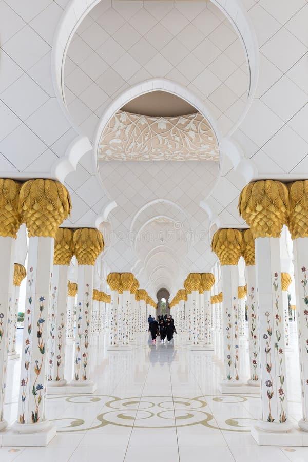 Intérieur magnifique de Sheikh Zayed Grand Mosque en Abu Dhabi, EAU images libres de droits