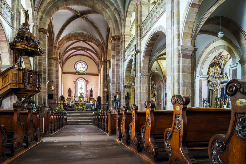 Intérieur majestueux d'Abbaye-église de St Peter et de Saint Paul photos stock