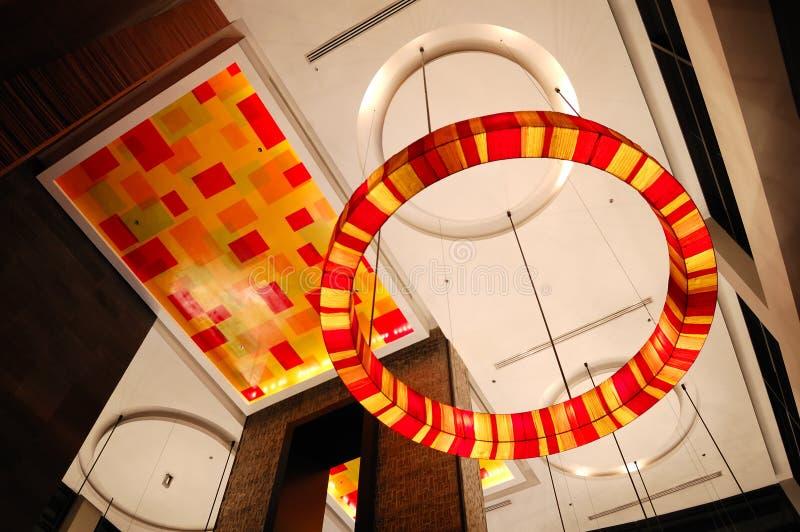 Intérieur moderne d'entrée dans l'illumination de nuit photo libre de droits
