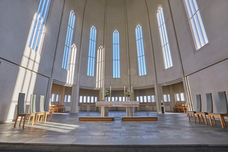Intérieur moderne de cathédrale images stock