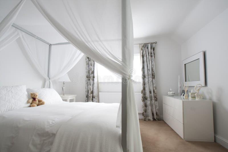Intérieur moderne de chambre à coucher photographie stock