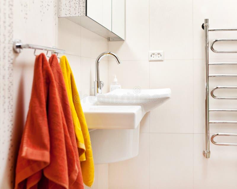 Intérieur moderne de salle de bains photos libres de droits