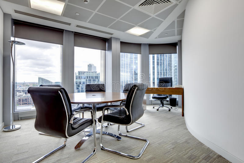 Intérieur moderne de salle de réunion de bureau photos stock