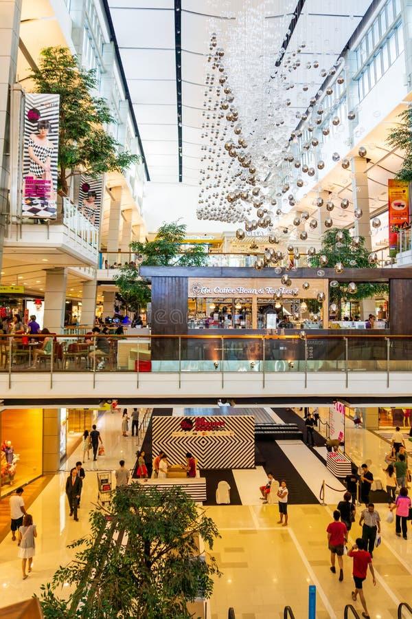 Intérieur moderne de Siam Shopping Mall Le Siam est l'un des centres commerciaux les plus populaires à Bangkok photographie stock libre de droits