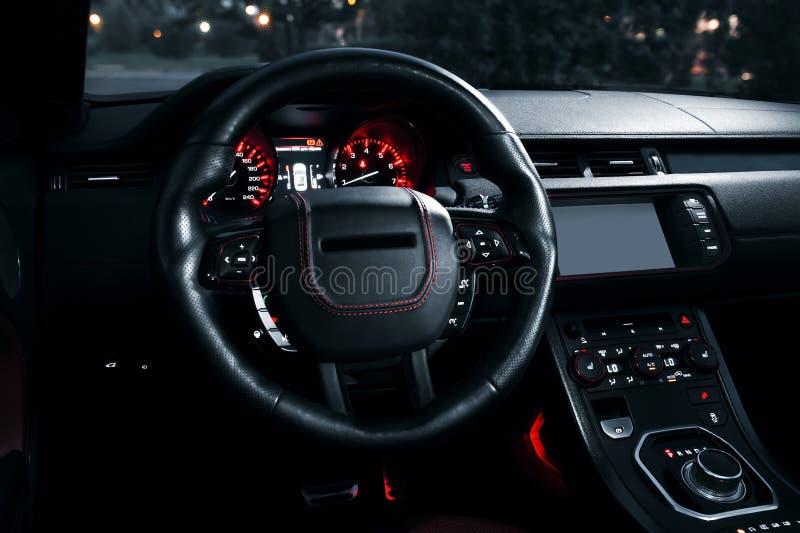 Intérieur moderne de voiture de la meilleure qualité avec les sièges en cuir image stock