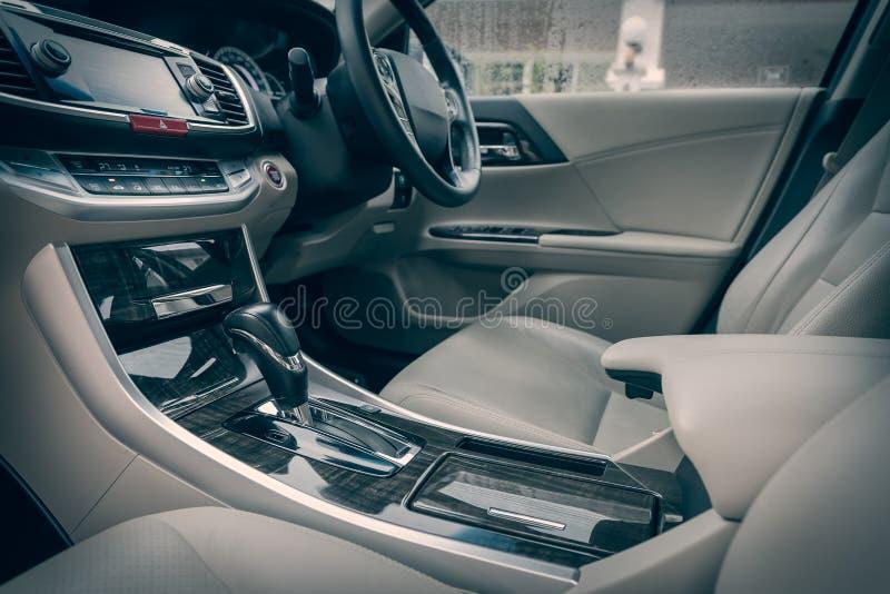 Intérieur moderne de voiture, processus de ton de couleur photo libre de droits