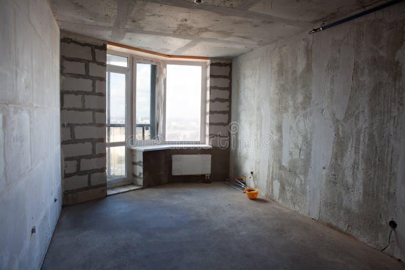 Intérieur non fini d'appartement sans meubles images libres de droits