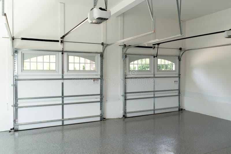 Int rieur r sidentiel de garage de maison image stock for Interieur garage