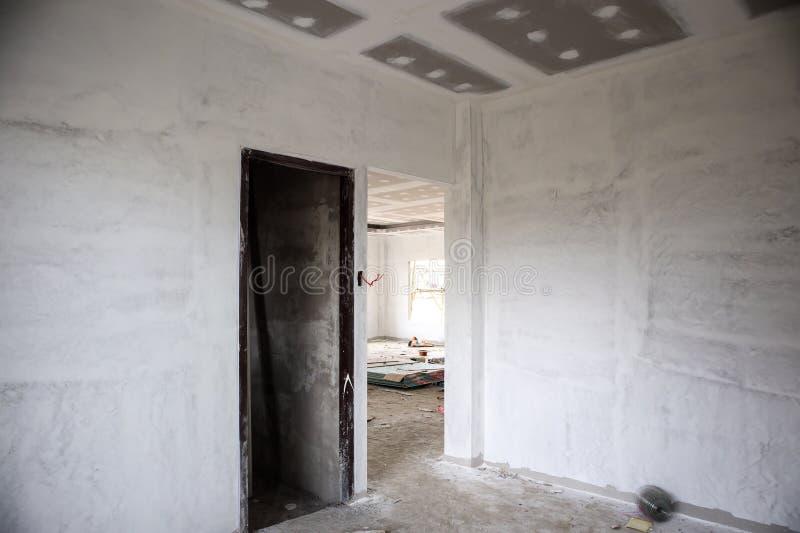 Intérieur vide de pièce avec le plafond de panneau de gypse images libres de droits
