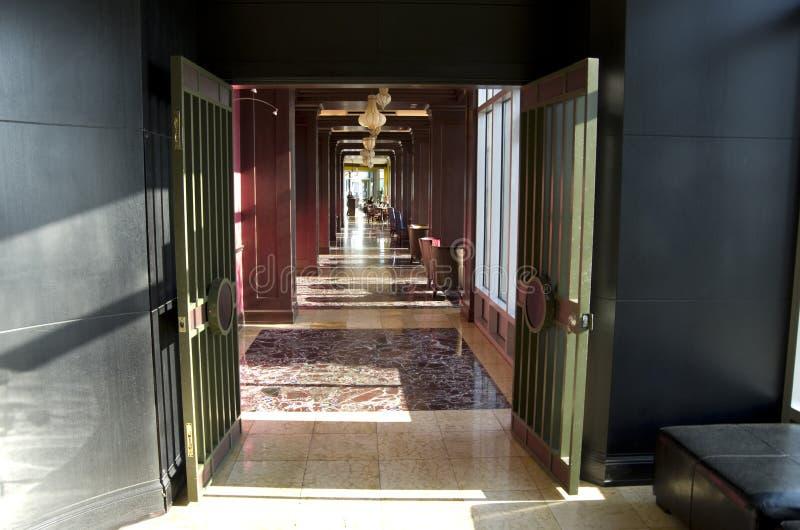 Intérieurs d'hôtel d'entrée de restaurant photos stock