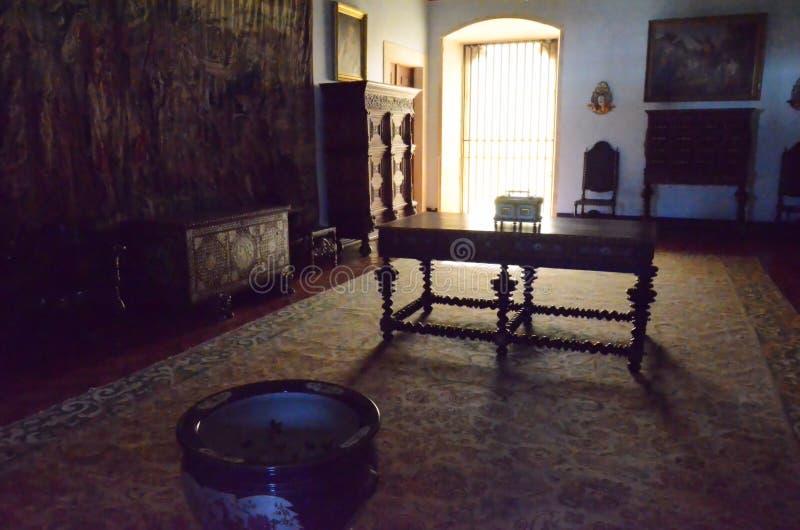 Intérieurs d'un vieux palais au Portugal images libres de droits