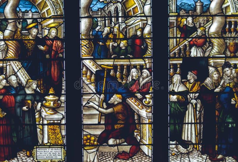 Intérieurs de cathédrale de Lichfield - verre souillé Nave L fin  image stock