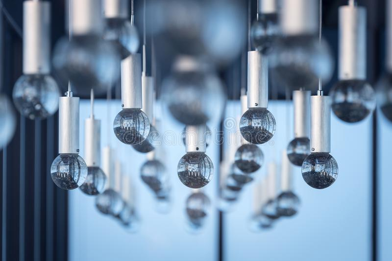 Intérieurs de luxe de fond de modèle de lumière de lustre images stock