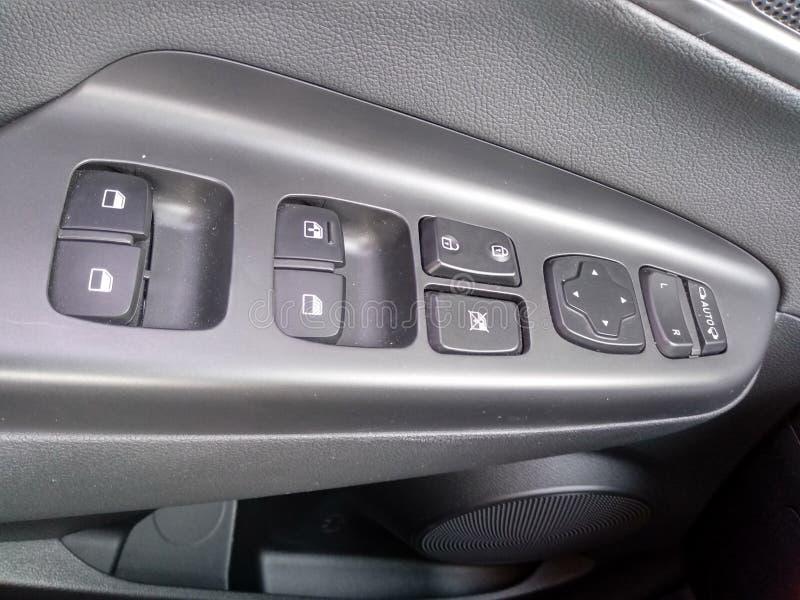 Intérieurs et détails noirs d'une voiture photographie stock libre de droits