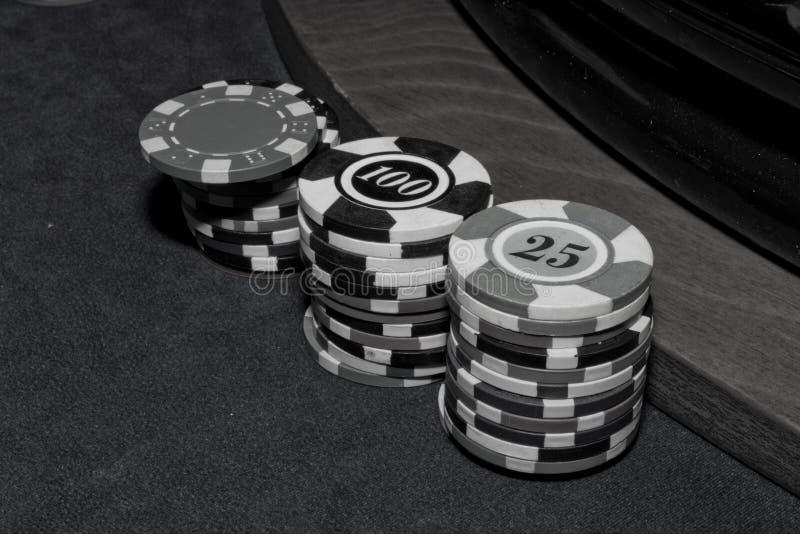 Int bij het zwart-witte casino, stock afbeeldingen