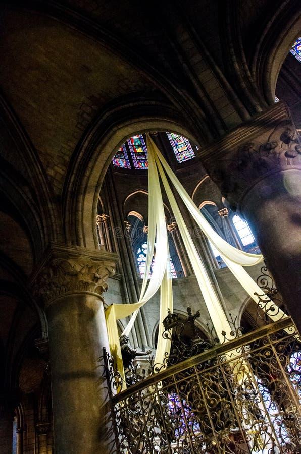 Int?rieur de cath?drale de Notre Dame photo libre de droits