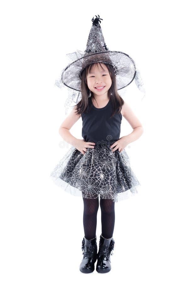 Integrale del costume d'uso della strega della piccola ragazza asiatica per ciao fotografia stock