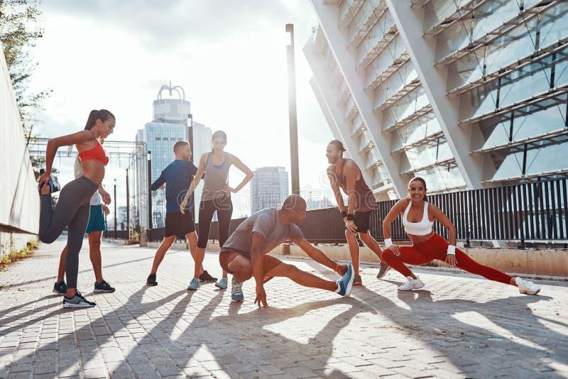 Integrale della gente in abbigliamento di sport immagini stock