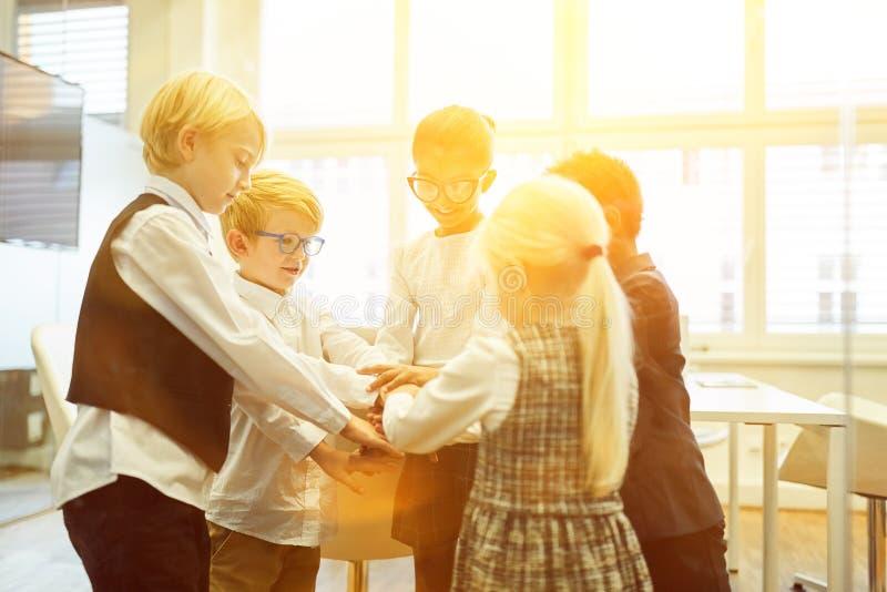 Integration till och med barn som en startaffär royaltyfri fotografi