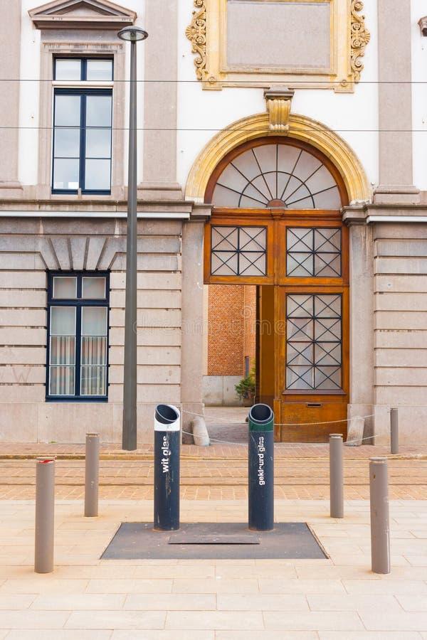 Integrerad gata Antwerp Europa för återanvändningsfack arkivbild