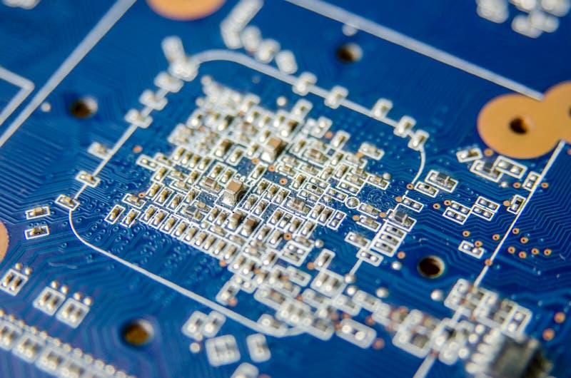Integrerade blått - strömkrets Dator royaltyfri foto