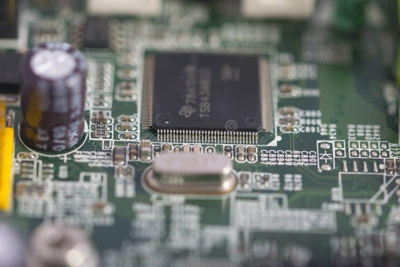 Integrierte Schaltungen in einem Motherboard stockfotografie