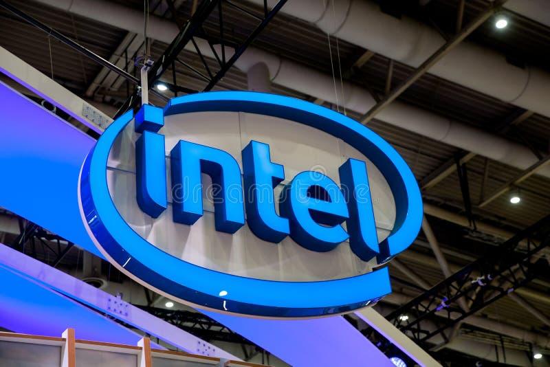 Intel-Firmenlogo auf Ausstellung angemessener CeBIT 2017 in Hannover Messe, Deutschland lizenzfreies stockfoto