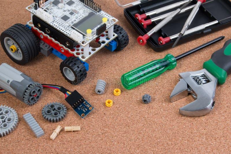 Intellektuell för robotleksak för utveckling DIY sats för enhet arkivfoton