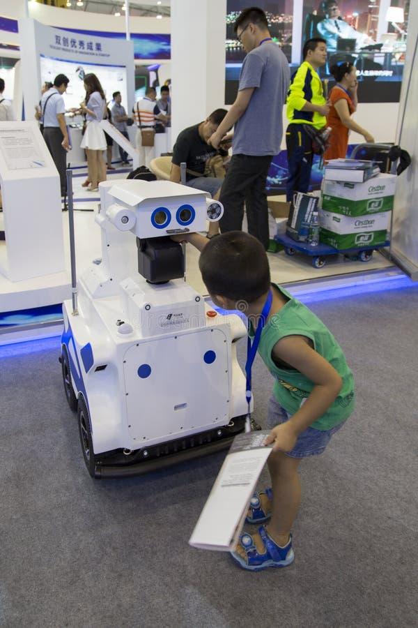 Intelligensrobot i Chengdu innovation 2016 och egenföretagandemässa royaltyfria bilder