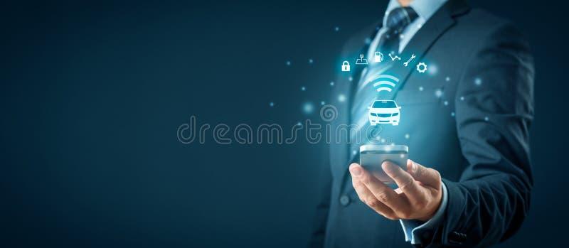 Intelligente auto en smartphone app stock afbeeldingen