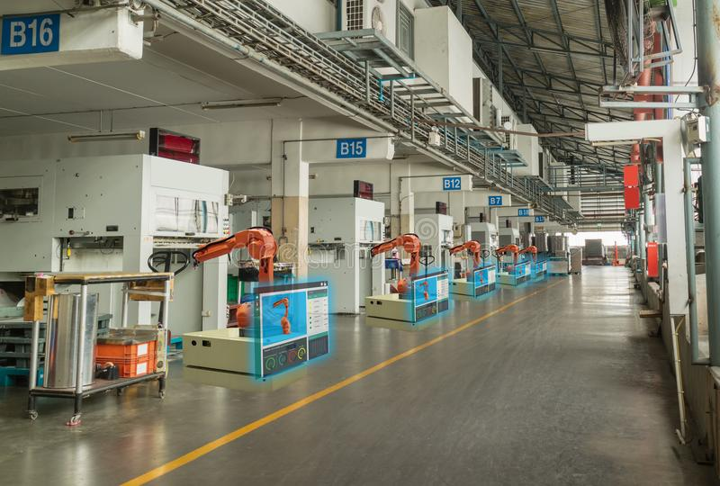 Intelligente Industrie 4 Iot Das Wort der roten Farbe gelegen über Text der weißen Farbe Der Automatisierungsindustrielle Roboter lizenzfreies stockfoto