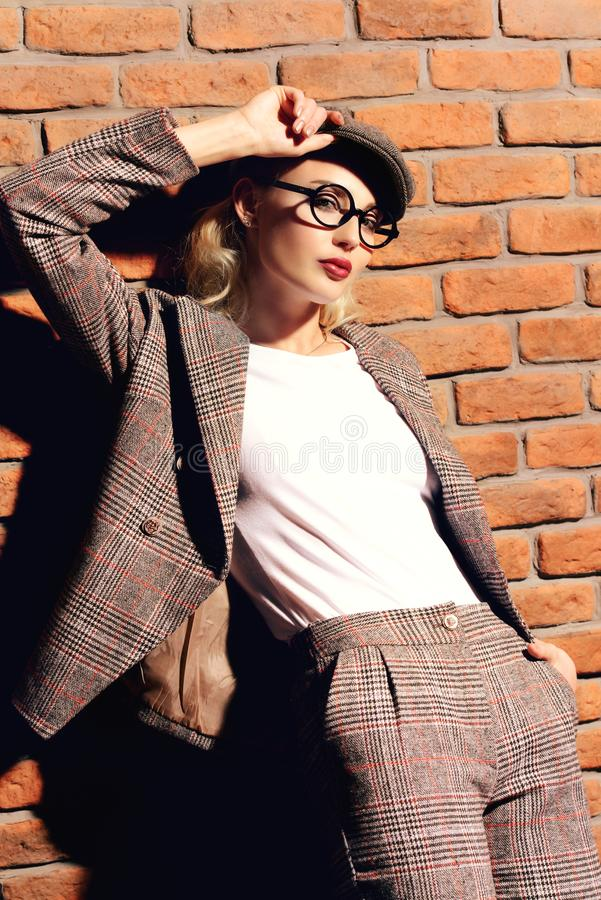 Intelligente Modefrau lizenzfreies stockbild