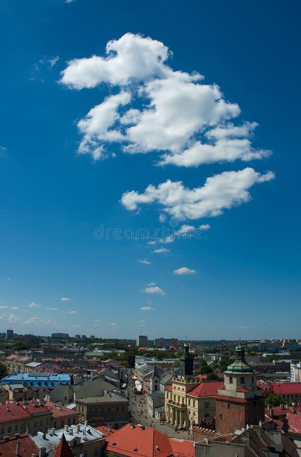 Intelligente Stadt der Wolke lizenzfreie stockbilder